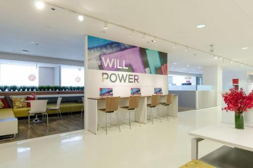 commercial-architectural-walls-neocon2015_evokewall_applycafestools