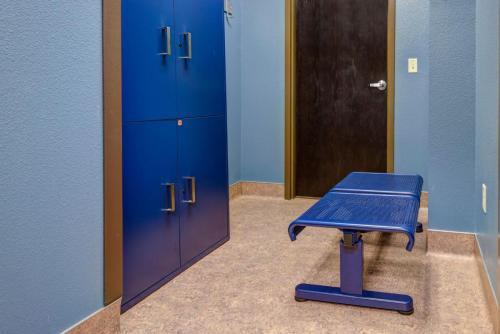 education-locker-pariscardiologycenter_czlockers_promenadetandembench_lockerroom1