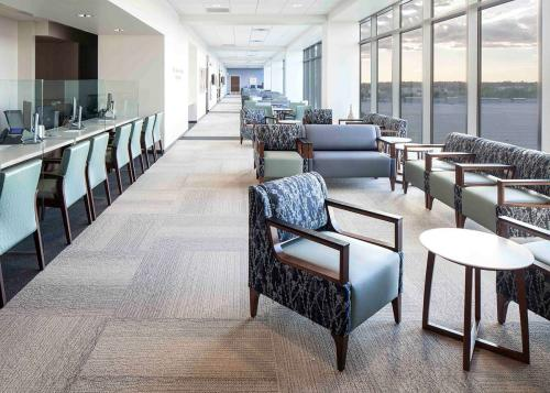 healthcare-waiting-area-OFB_SuccessStory_Moffitt_wr_03